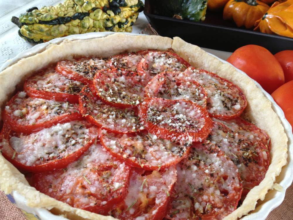 Caramelized Onion And Tomato Tart Au Gratin Can T Stay